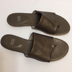 Eileen Fisher 'Mere' thong Sandals. Size 10